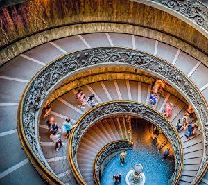 Un escalier majestueux à l'intérieur du Vatican