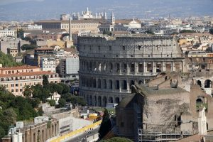 Le Colisée et les collines de Rome