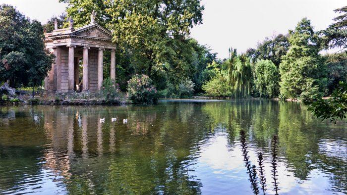 Le lac du parc de la Villa Borghese.