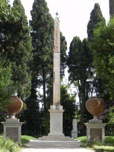 L'obélisque du parc Villa Celimontana.