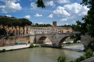 Que voir lors d'une balade sur les berges du Tibre, à Rome?