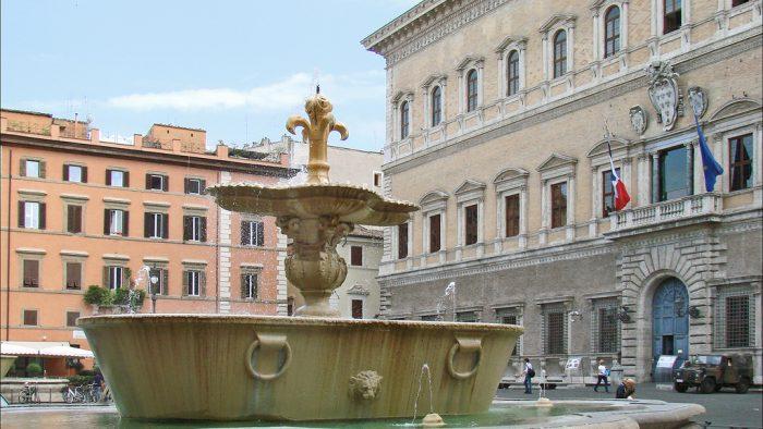 14 juillet piazza Farnese Rome