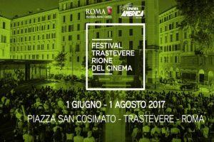Assister à une séance de cinéma en plein air durant l'été à Rome