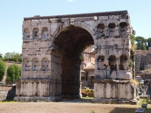 arc de janus rome antique en famille