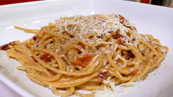 Les classiques spaghetti carbonara.