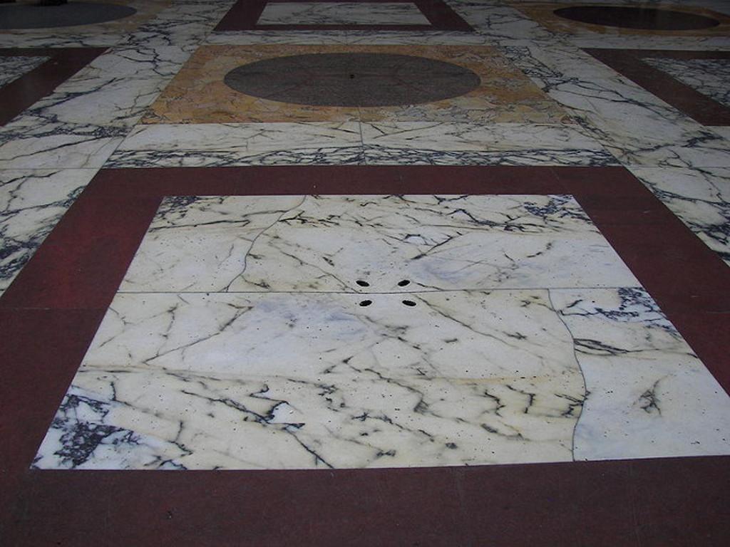 trous-sol-pluie-pantheon-rome