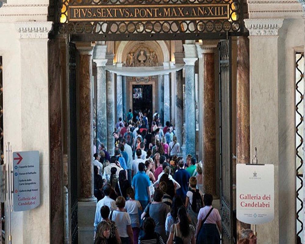 Les touristes musées du Vatican, à Rome.