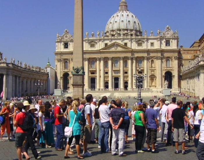rome-mode-defile-pelerins-touristes-vatican