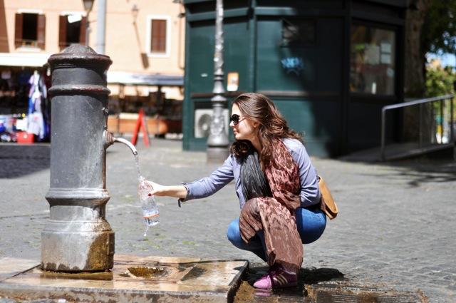 un nasone pour boire à Rome.