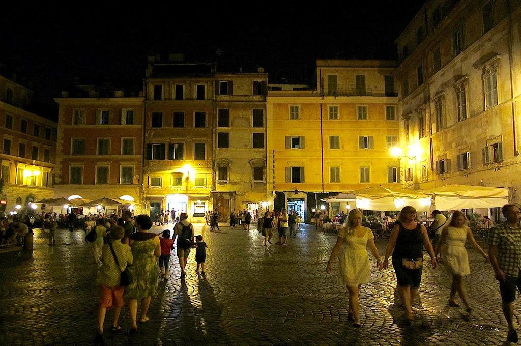 bar piazza in Trastevere