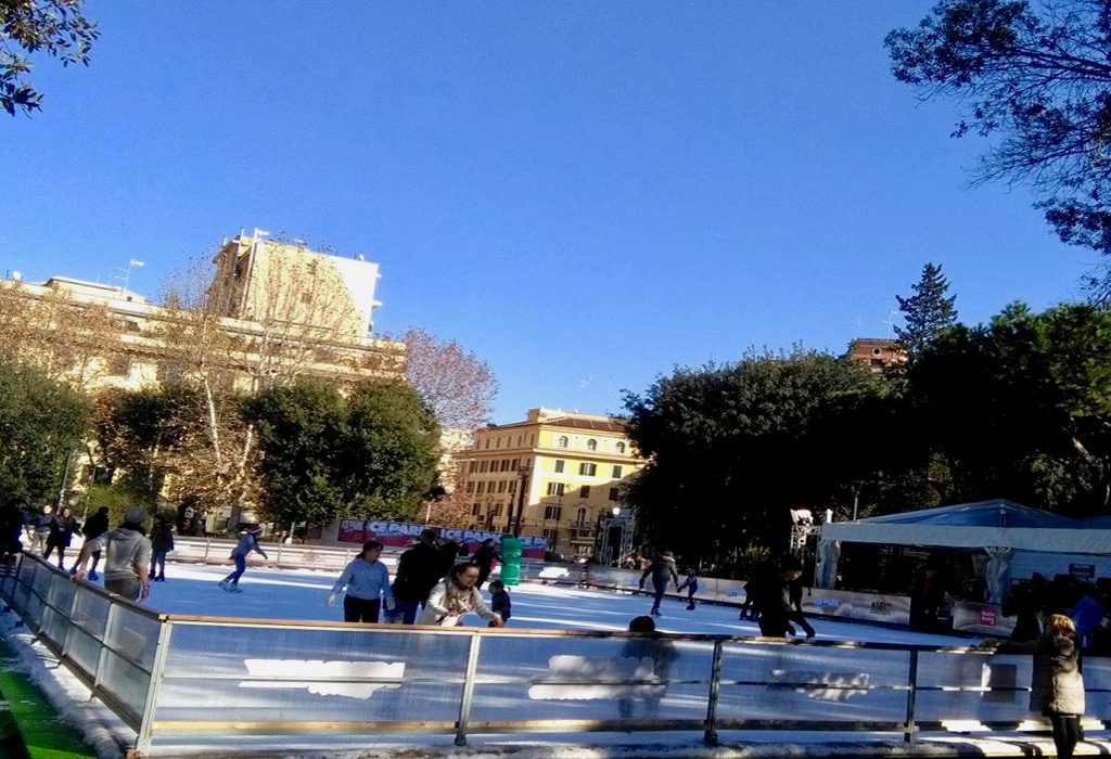 Rome piazza Re di Roma patinoires.