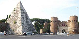 La pyramide de Cestius et la porte Saint-Paul