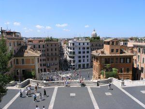 Vue sur Rome depuis le parvis de l'église Trinità dei Monti.