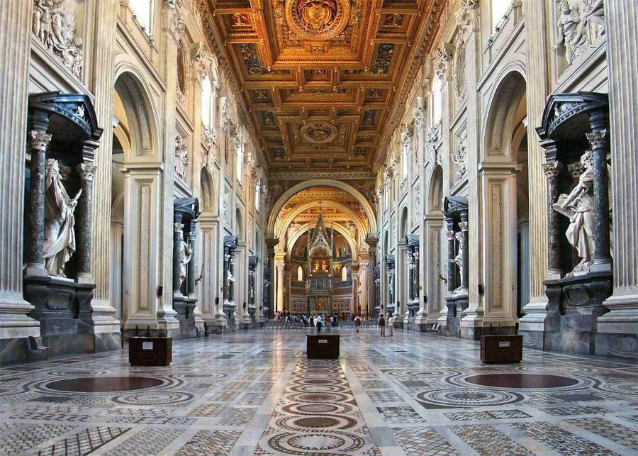L'intérieur de la basilique Saint-Jean-de-Latran