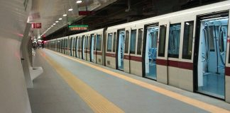 métro à quai sur la ligne B