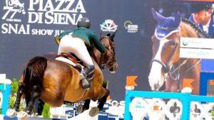 Tournoi de sport Piazza di Siena Rome.