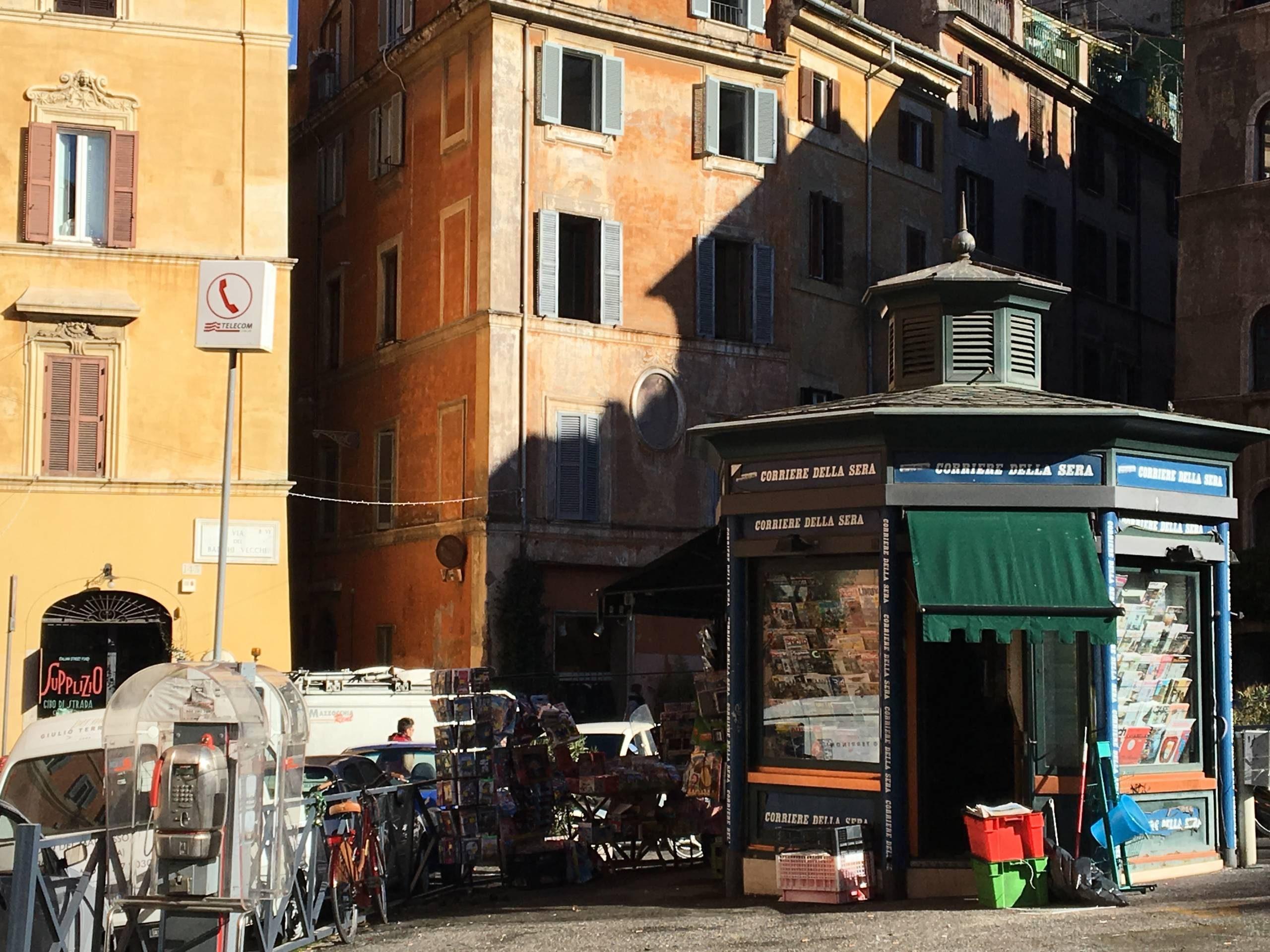 Un kiosque à Rome.