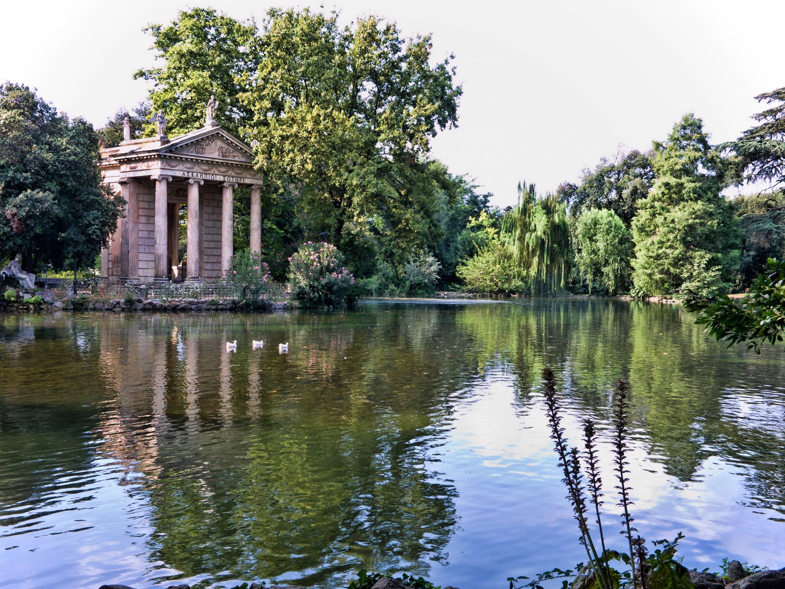 Saint Valentin au lac du parc de la Villa Borghese.