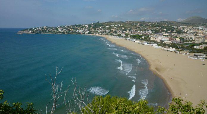 Parmi les belles plages, celle de Serapo, non loin de Rome.