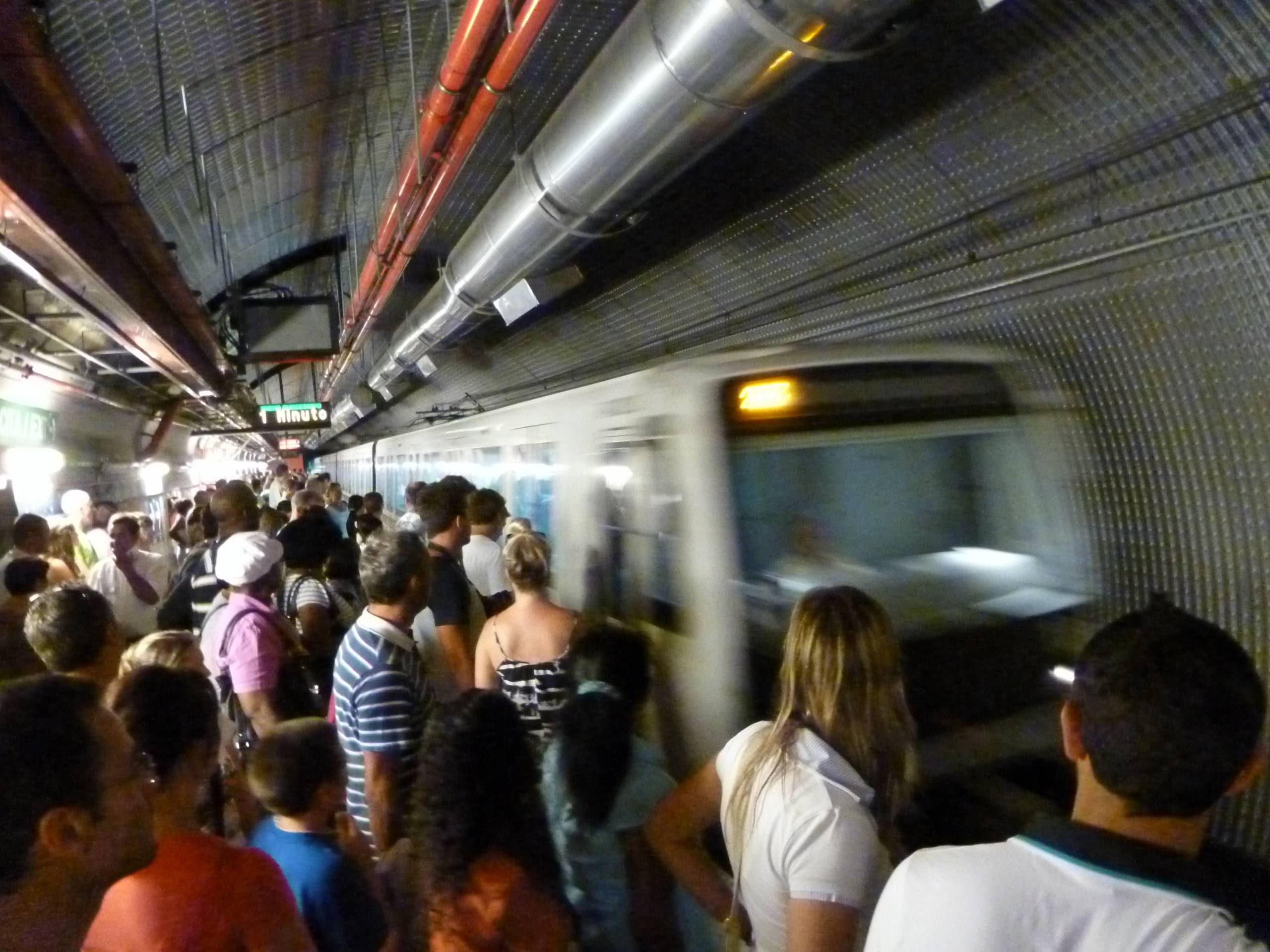 Sécurité dans le métro, à Rome.