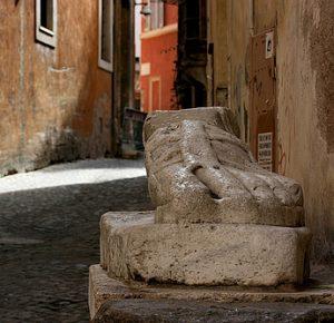 Le Piè di marmo à Rome.