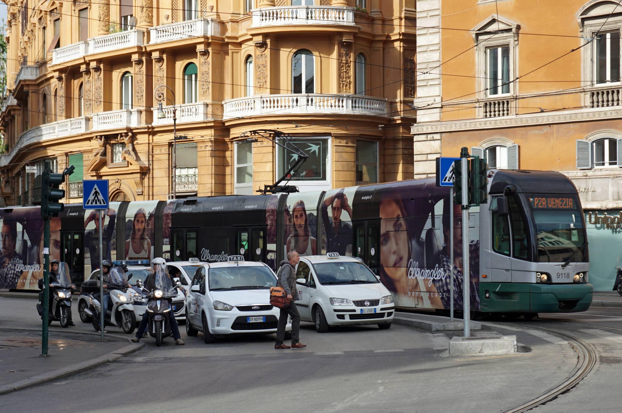 Un taxi, à Rome.