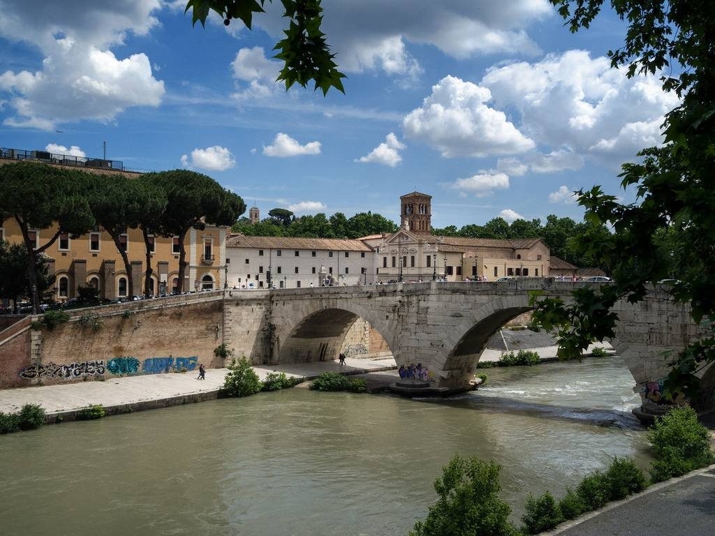 berges du fleuve Tibre Rome