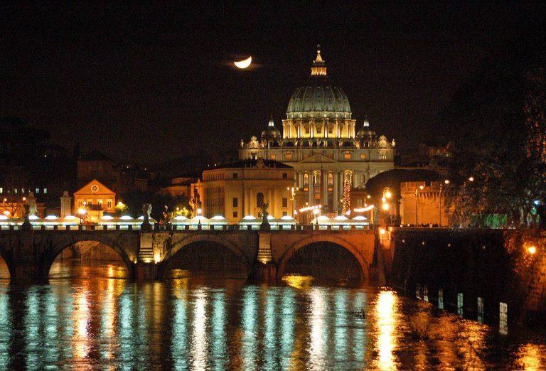 Offrez-vous un dîner-croisière sur le Tibre à Rome