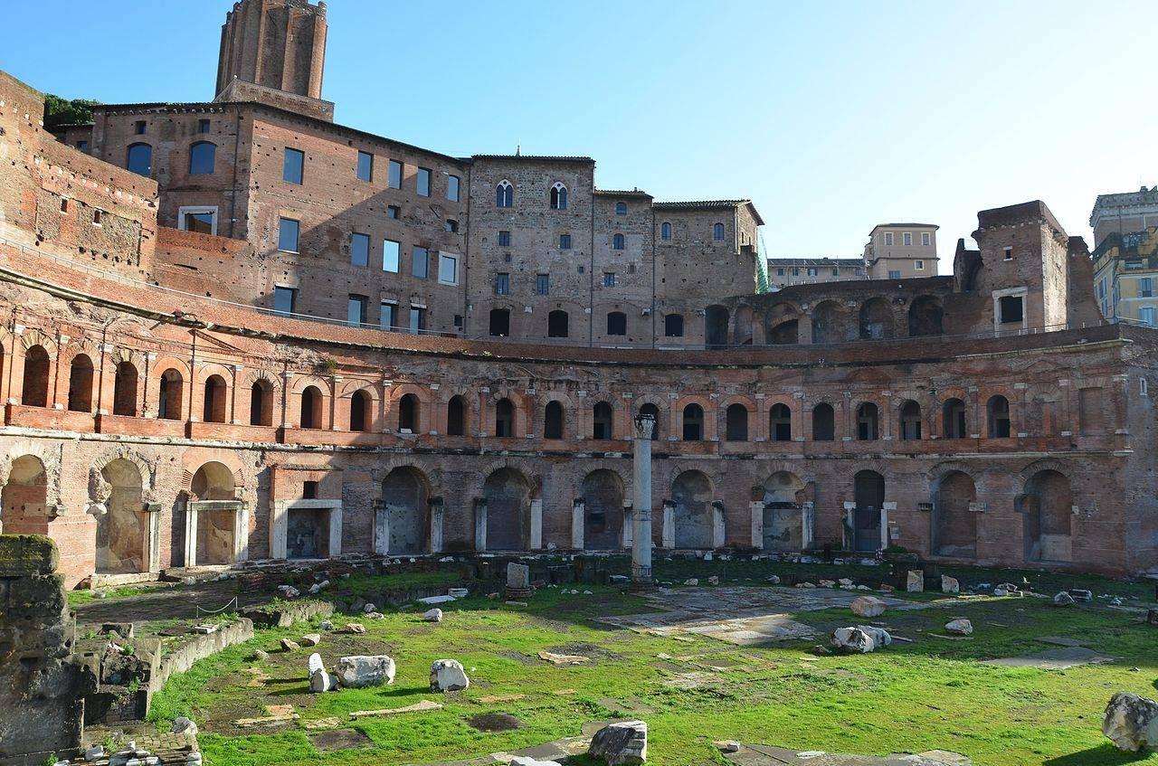 vestiges aux Marches de Trajan a Rome