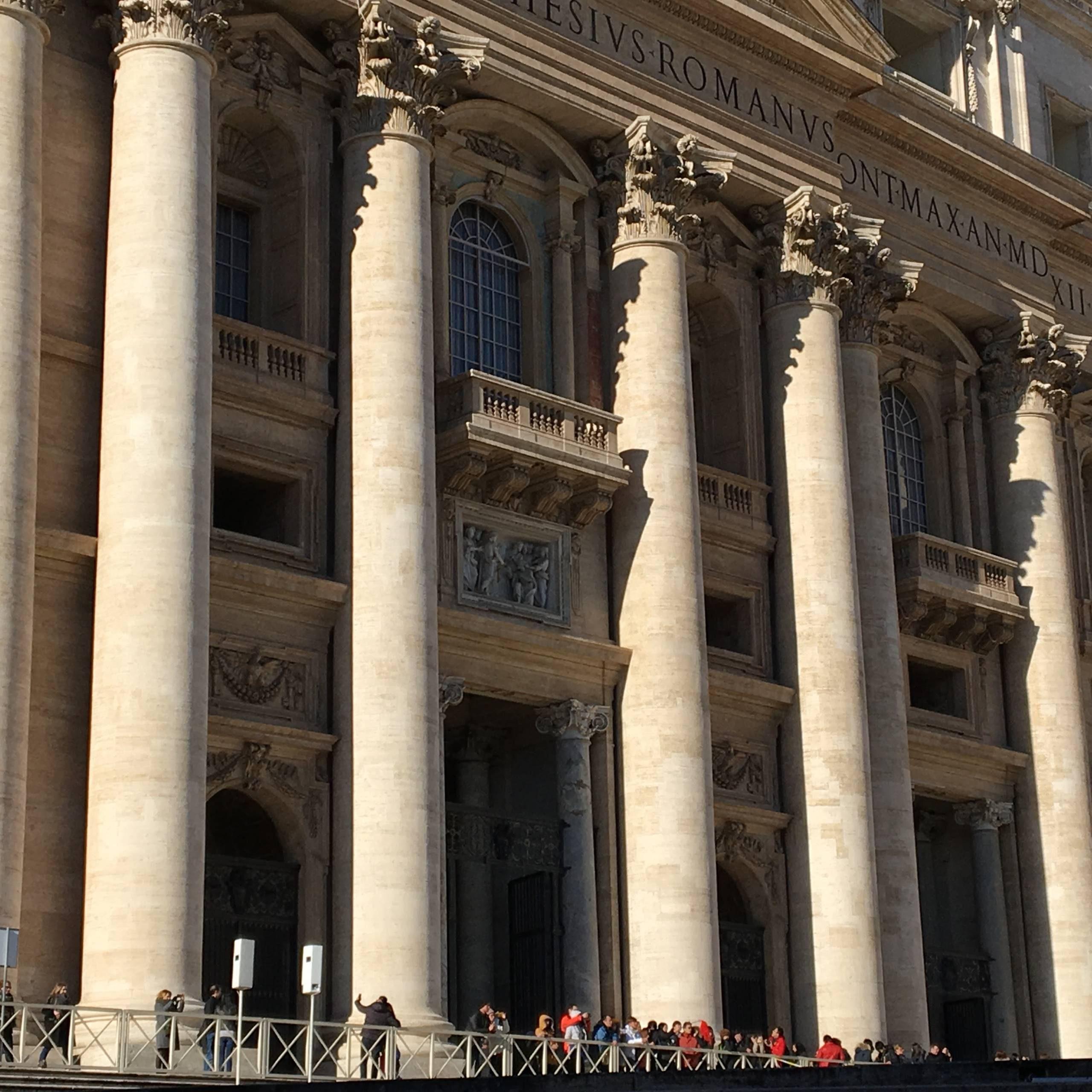 Façade basilique saint-pierre de Rome