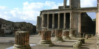 Basilique à Pompéi.