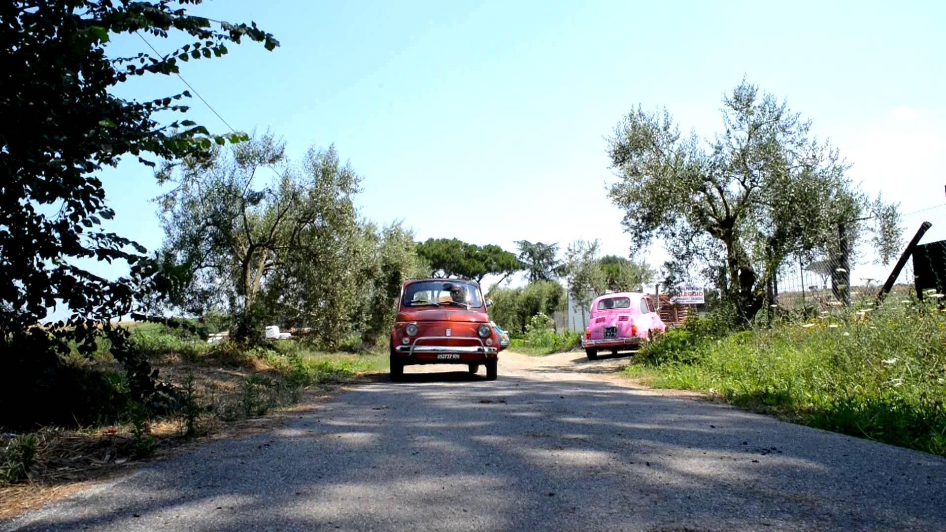 Fiat 500 dans la campagne romaine.