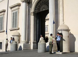palais du quirinal releve de la garde rome.