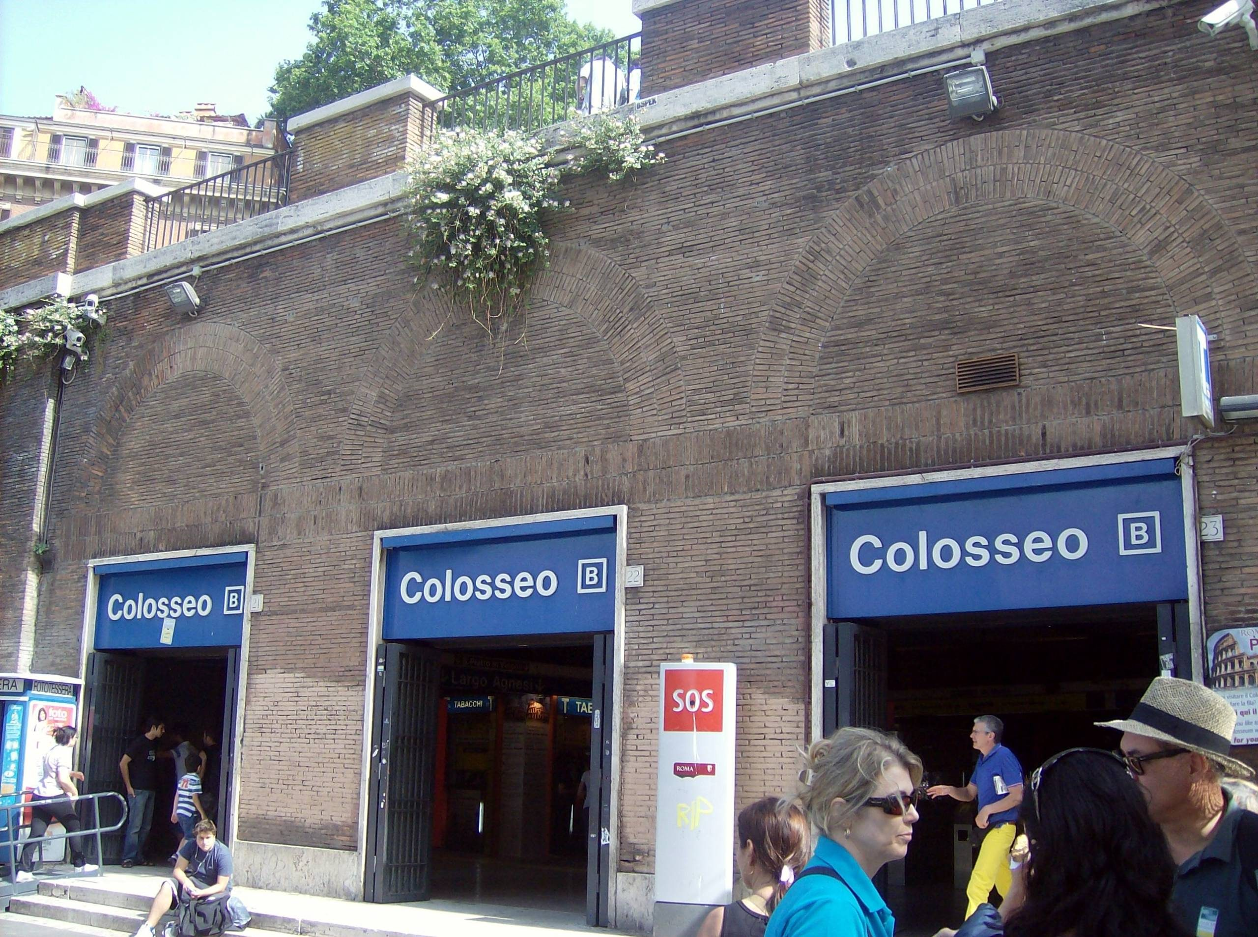 métro station Colosseo Rome.