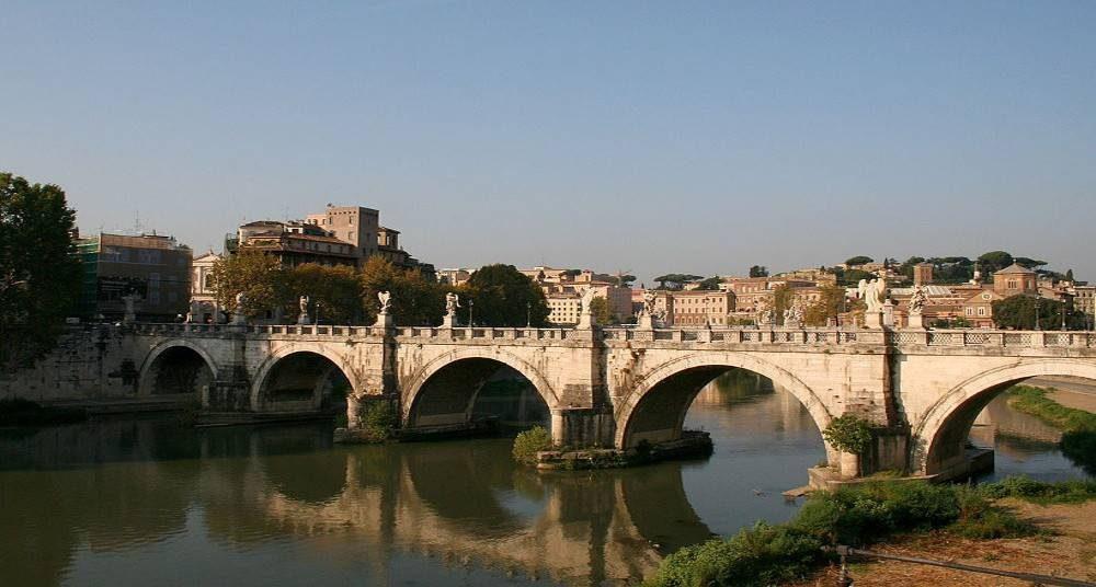 Tibre Pont Saint Ange Rome