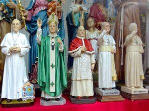 Statuettes souvenirs Vatican Rome